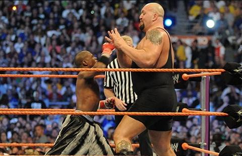 Mayweather dung tieu xao ha K.O nguoi khong lo hon 2 m cua WWE hinh anh