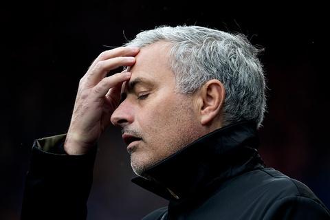 Huddersfield 2-1 Man Utd: Buoc ngoat mang ten Phil Jones hinh anh