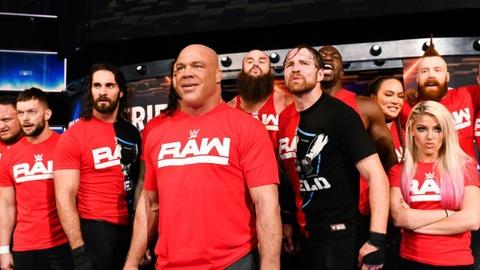 Sieu sao WWE hon chien tai show Smackdown hinh anh 11