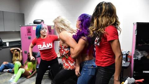 Sieu sao WWE hon chien tai show Smackdown hinh anh 6