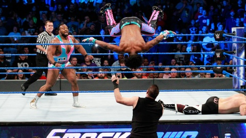 Sieu sao WWE hon chien tai show Smackdown hinh anh 1