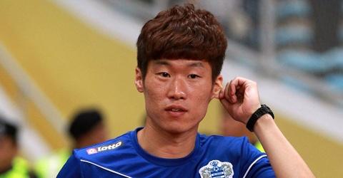Park Ji Sung mat 2 nguoi than trong cung mot ngay hinh anh