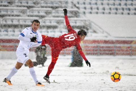 Tran 'dai chien tren tuyet' giua U23 Viet Nam va U23 Uzbekistan hinh anh 6