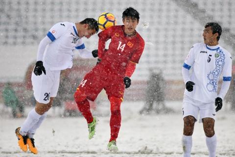 Tran 'dai chien tren tuyet' giua U23 Viet Nam va U23 Uzbekistan hinh anh 8
