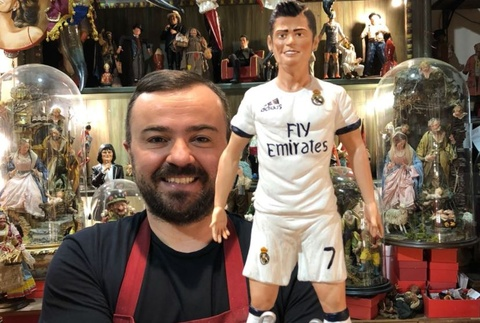 CDV Italy tac tuong Ronaldo sau khi loai Juventus hinh anh