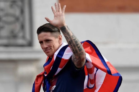 Torres nghen ngao trong le ruoc cup Europa League hinh anh