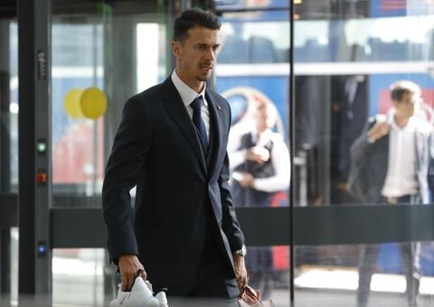 Ronaldo cung dong doi banh bao len duong ve nuoc hinh anh 9