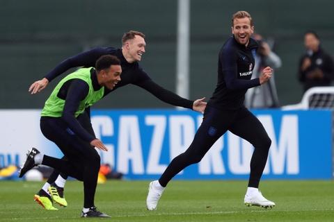 Tuyen Anh choi nem ga trong nhoi bong truoc ban ket World Cup hinh anh 7