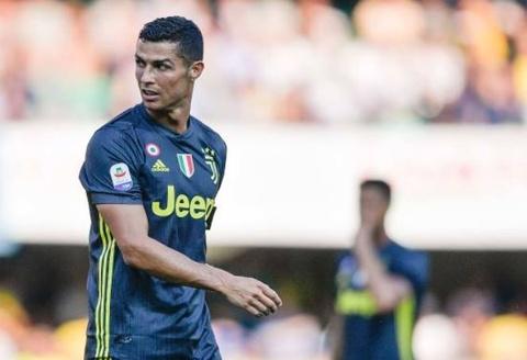 Ronaldo lam thu mon doi phuong bat tinh sau pha va cham hinh anh