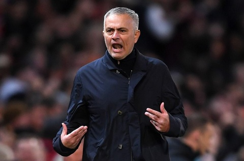 HLV Mourinho noi gi voi cau thu MU o gio nghi giua hiep? hinh anh