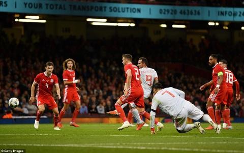 Bale rang ro nhan giai thuong trong ngay DT xu Wales bi vui dap hinh anh 5