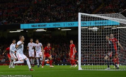 Bale rang ro nhan giai thuong trong ngay DT xu Wales bi vui dap hinh anh 8