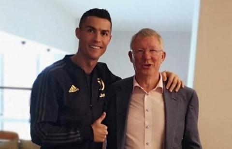 Ronaldo dang thong diep cam dong trong ngay tai ngo Sir Alex hinh anh
