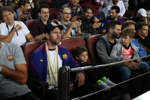 Con trai Messi ve logo Juventus trong tran Barca gap Inter hinh anh