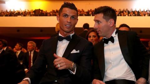 Thu nhap moi thang cua Messi gan gap doi Ronaldo hinh anh