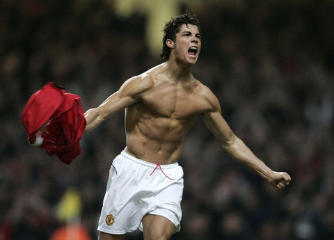 Ronaldo xep sau Rooney o top 10 cau thu vi dai nhat Man Utd hinh anh 2