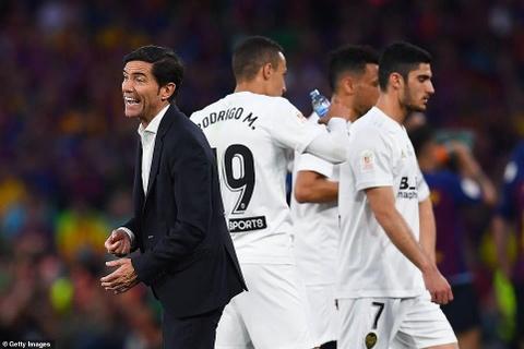 Messi cui dau trong ngay Barca tan giac mo lap cu dup danh hieu hinh anh 8