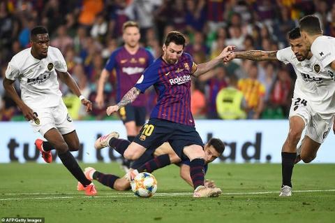 Messi cui dau trong ngay Barca tan giac mo lap cu dup danh hieu hinh anh 1