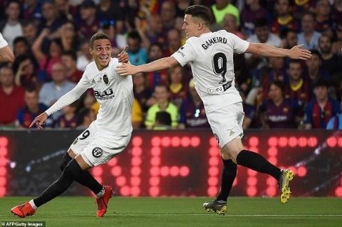 Messi cui dau trong ngay Barca tan giac mo lap cu dup danh hieu hinh anh 3