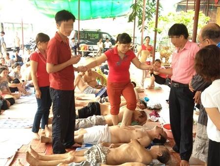 Vi sao 'co Phu Bo Tat' cong khai hanh nghe? hinh anh