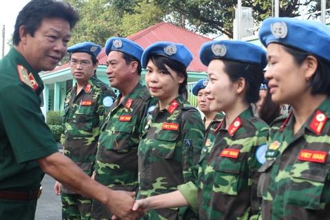 Nhung Bac Si Viet Dau Tien Tro Thanh 'Linh Mu Noi Xanh' Cua Lhq