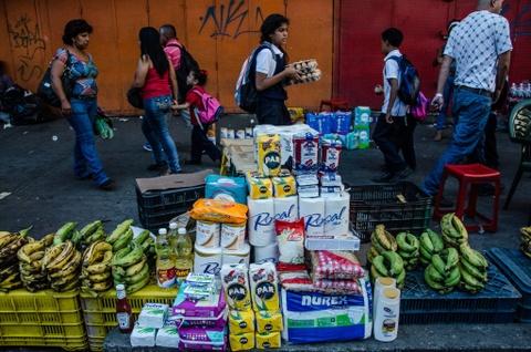 Lam phat o Venezuela: Dung bao tai thay cho vi, can tien thay vi dem hinh anh 3