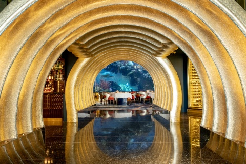 Nha hang trong khach san xa xi bac nhat Dubai co gi dac biet? hinh anh