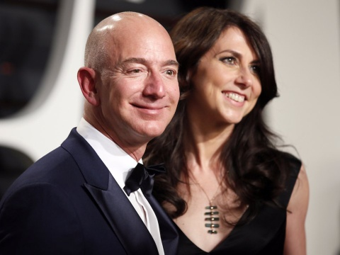 Khoi tai san 137 ty USD sap chia voi vo cua Jeff Bezos gom nhung gi? hinh anh