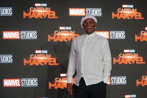 Nguoi dep Captain Marvel tung khoc loc, van xin khi dong sieu anh hung hinh anh 3