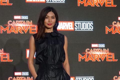 Nguoi dep Captain Marvel tung khoc loc, van xin khi dong sieu anh hung hinh anh 4