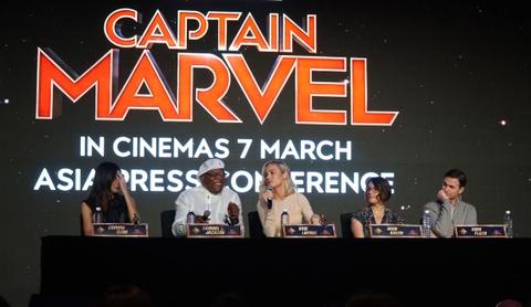 Nguoi dep Captain Marvel tung khoc loc, van xin khi dong sieu anh hung hinh anh 10