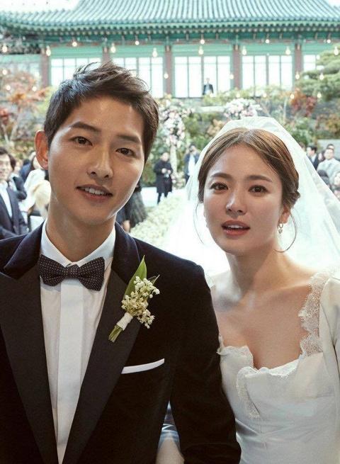 Nhung khoanh khac dep den tan chay cua Song Joong Ki - Song Hye Kyo hinh anh 8