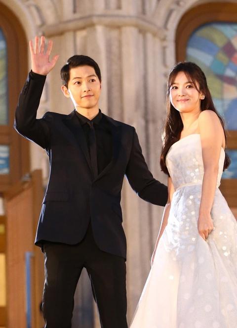 Nhung khoanh khac dep den tan chay cua Song Joong Ki - Song Hye Kyo hinh anh 3