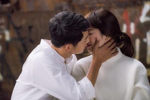 Nhung khoanh khac dep den tan chay cua Song Joong Ki - Song Hye Kyo hinh anh 2