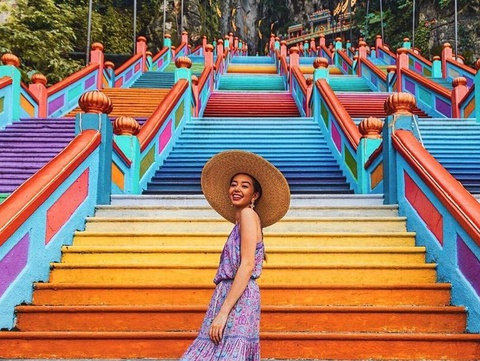 Nấc thang 7 sắc cầu vồng đẹp hút hồn ở Malaysia