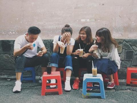 Cà phê vợt hơn nửa thế kỷ vẫn hút giới trẻ check-in ở TP.HCM