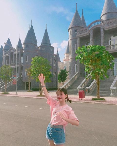 Truong dai hoc o mien Tay hoa Disneyland thu hut gioi tre check-in hinh anh 2