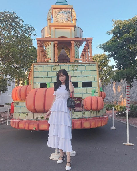 Truong dai hoc o mien Tay hoa Disneyland thu hut gioi tre check-in hinh anh 13