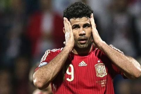 Diego Costa bi ki thi chi vi khong choi cho Real hay Barca hinh anh