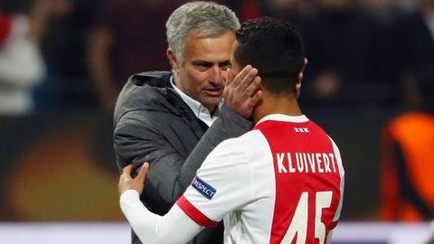 Mourinho moi cau thu Ajax toi MU sau tran chung ket hinh anh