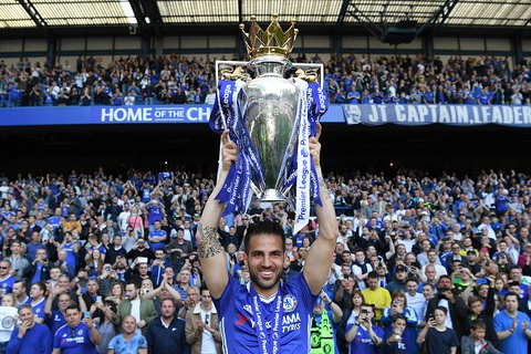 Fabregas: 'Chelsea thich vo dich Premier League hon' hinh anh