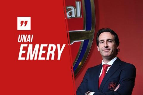 HLV Emery 'bap be' noi tieng Anh de tri an Wenger hinh anh