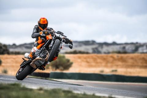 Video gioi thieu KTM 790 Duke 2018 hinh anh