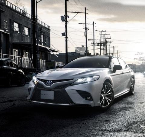 Toyota Camry Sport ra mat thi truong Nhat Ban hinh anh