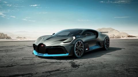 'Quai vat' Bugatti Divo 5,8 trieu USD vua ra mat da chay hang hinh anh
