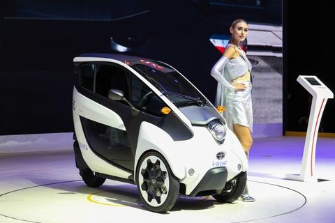 Toyota i-ROAD - giai phap chong un tac cho do thi nhieu xe hoi hinh anh