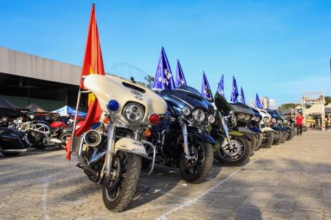 Hàng trăm môtô phân khối lớn và siêu xe quy tụ tại TP.HCM