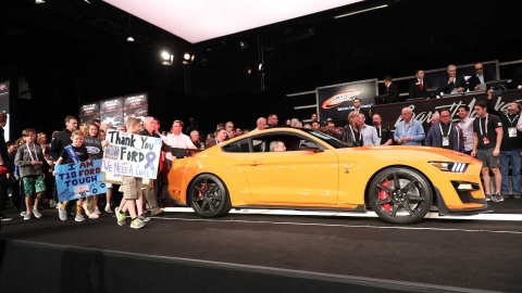 Chiếc Ford Mustang Shelby GT500 2020 đầu tiên giá 1,1 triệu USD