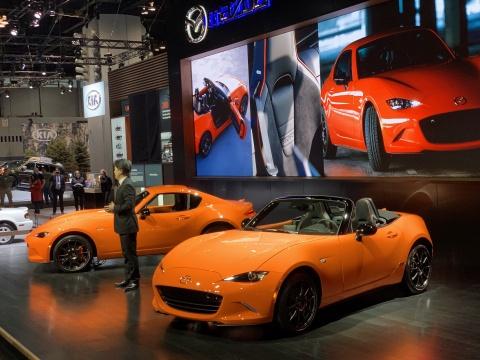 Mazda MX-5 phien ban ky niem 30 nam gia tu 35.000 USD hinh anh