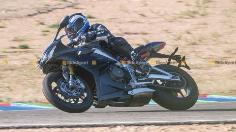 Sportbike Triumph Daytona 765 chay thu nghiem, cho ngay ra mat hinh anh 8